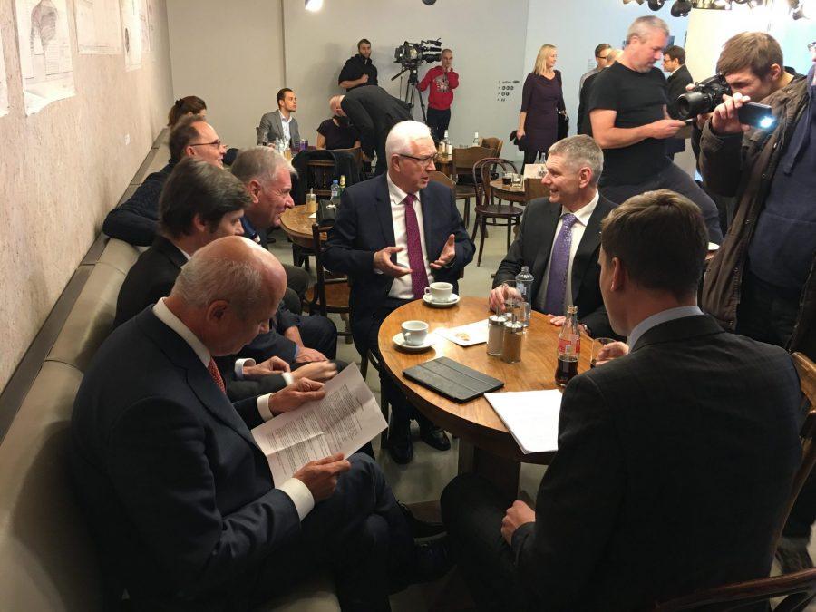 JIŘÍ HYNEK 2018 Kandidát na prezidenta České republiky 2018, SILNÝ PREZIDENT PRO TĚŽKÉ ČASY! www.hynekprezident.cz